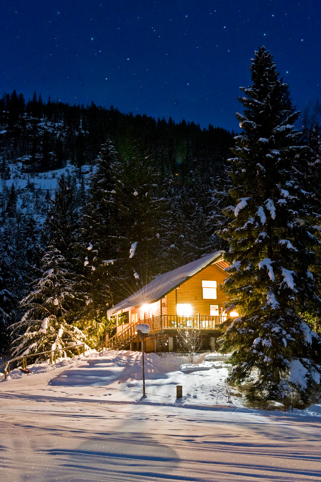 Cozy Cabins Nature Resort is 90 minutes from Kelowna, adjacent to Echo Lake Provincial Park